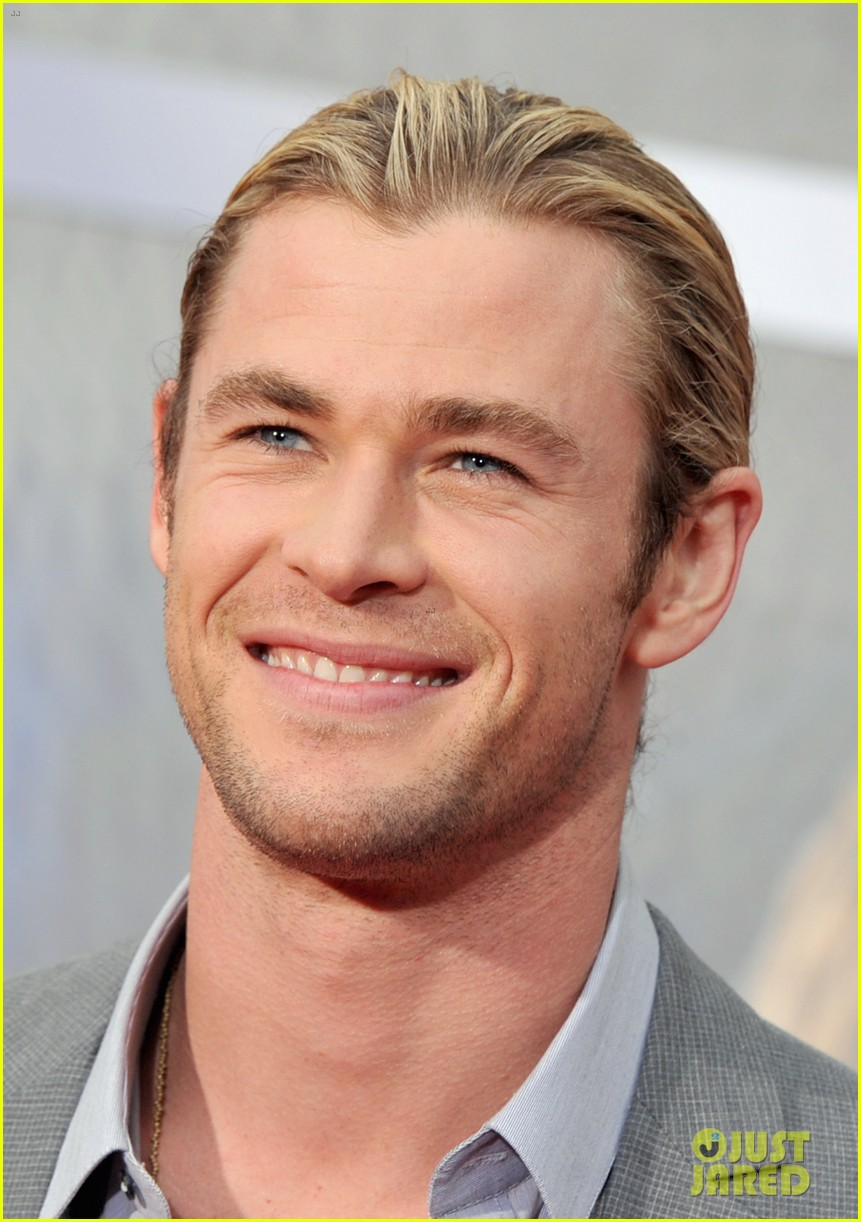 chris hemsworth premieres the avengers 05