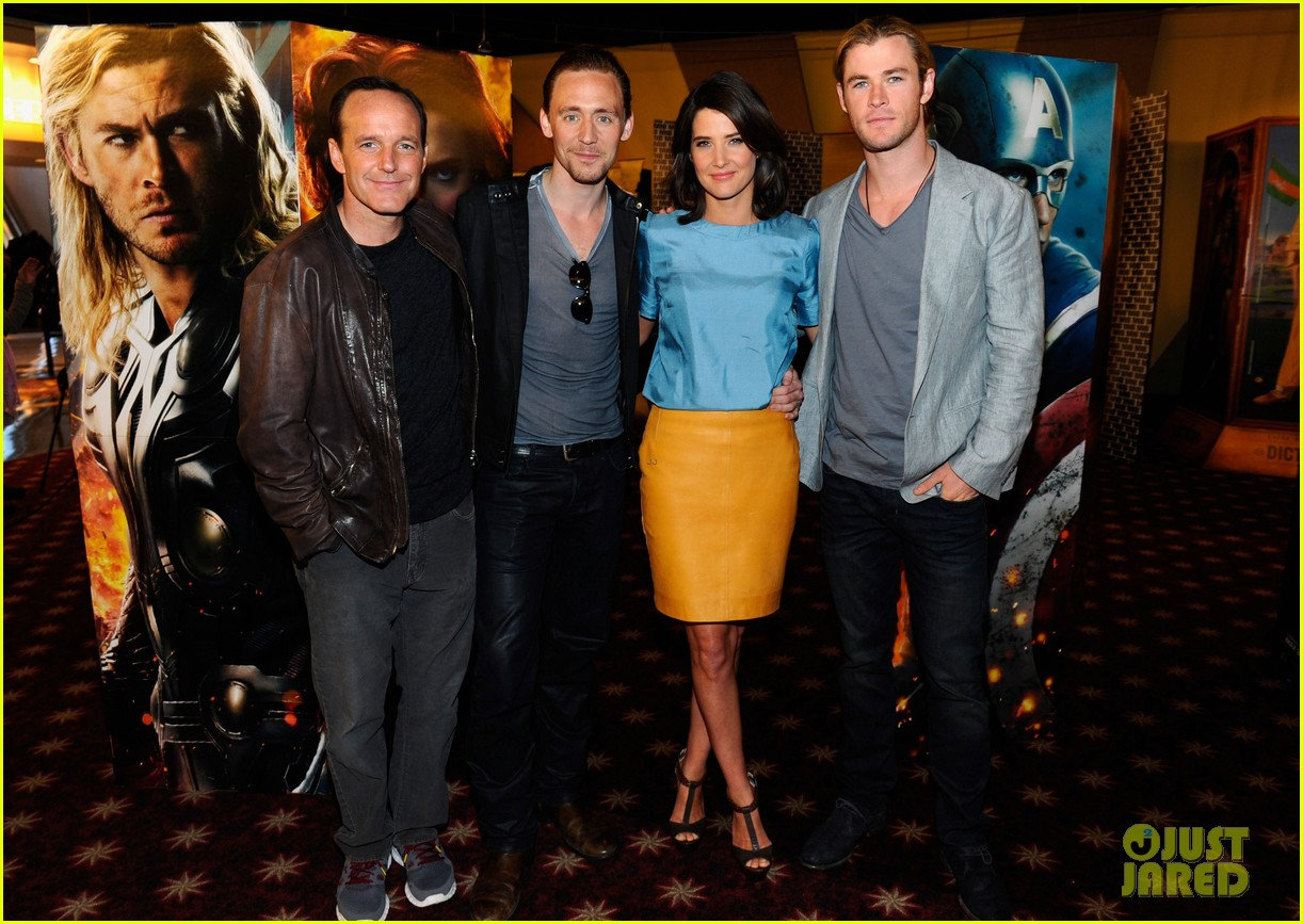 chris hemsworth tom hiddleston cobie smulders avengers fan event 25