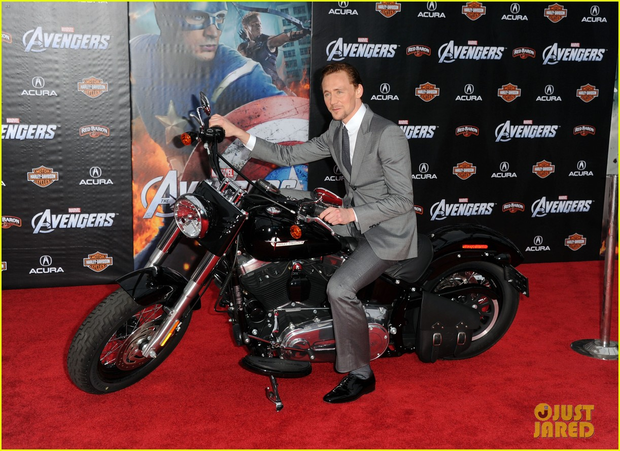 tom hiddleston cobie smulders avengers premiere 122647899