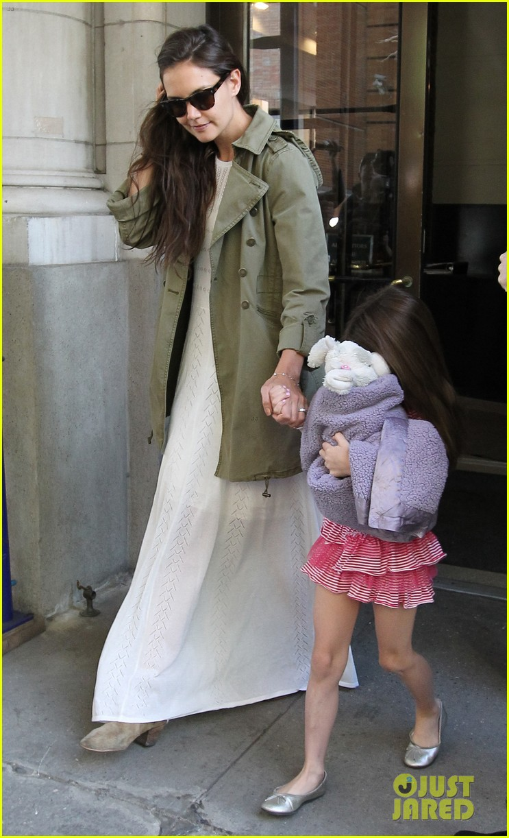 katie holmes suri celebrates sixth birthday 032650496