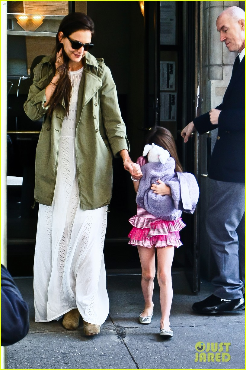 katie holmes suri celebrates sixth birthday 062650499