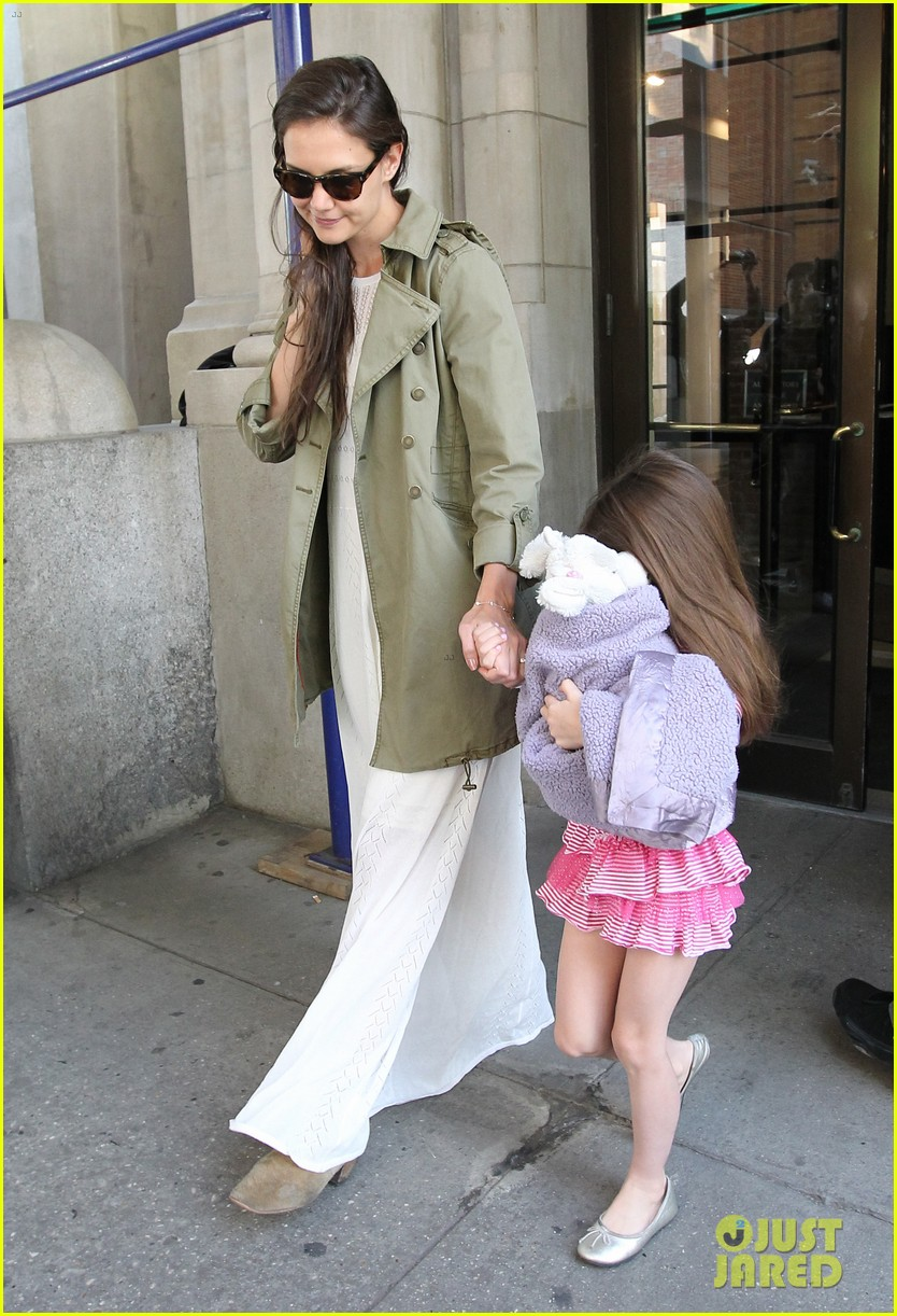 katie holmes suri celebrates sixth birthday 102650503
