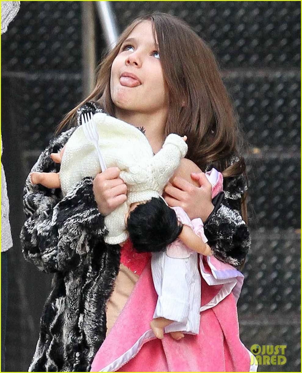 suri cruise sticks tongue out at katie holmes 042653375