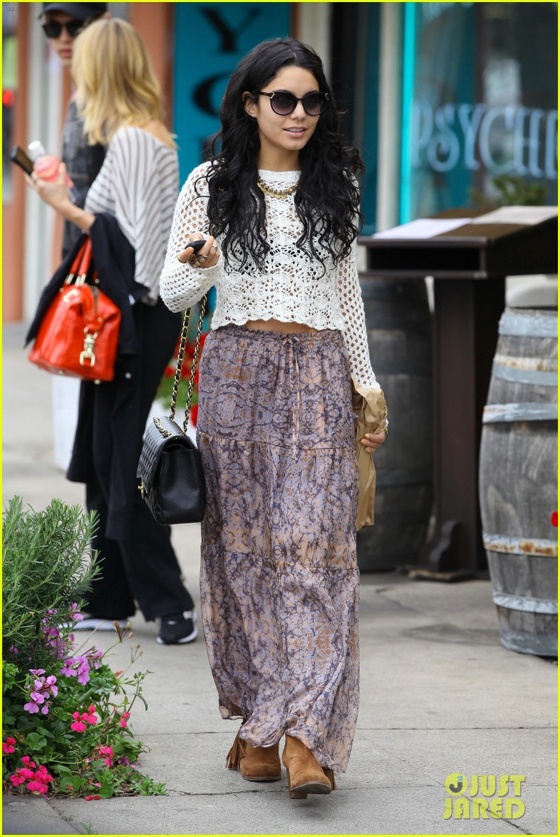 vanessa hudgens lunch with austin butler mom 21