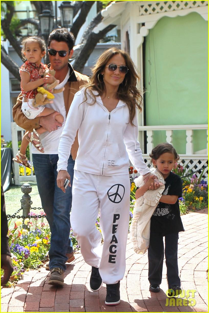 Chris Brown Shirtless 2012 Jennifer Lopez: Easter...