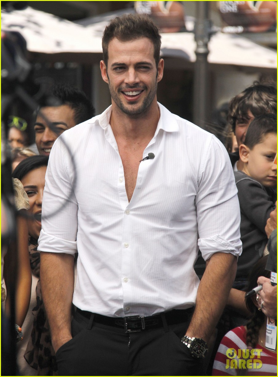 ashley judd william levy extra at the grove 032647793