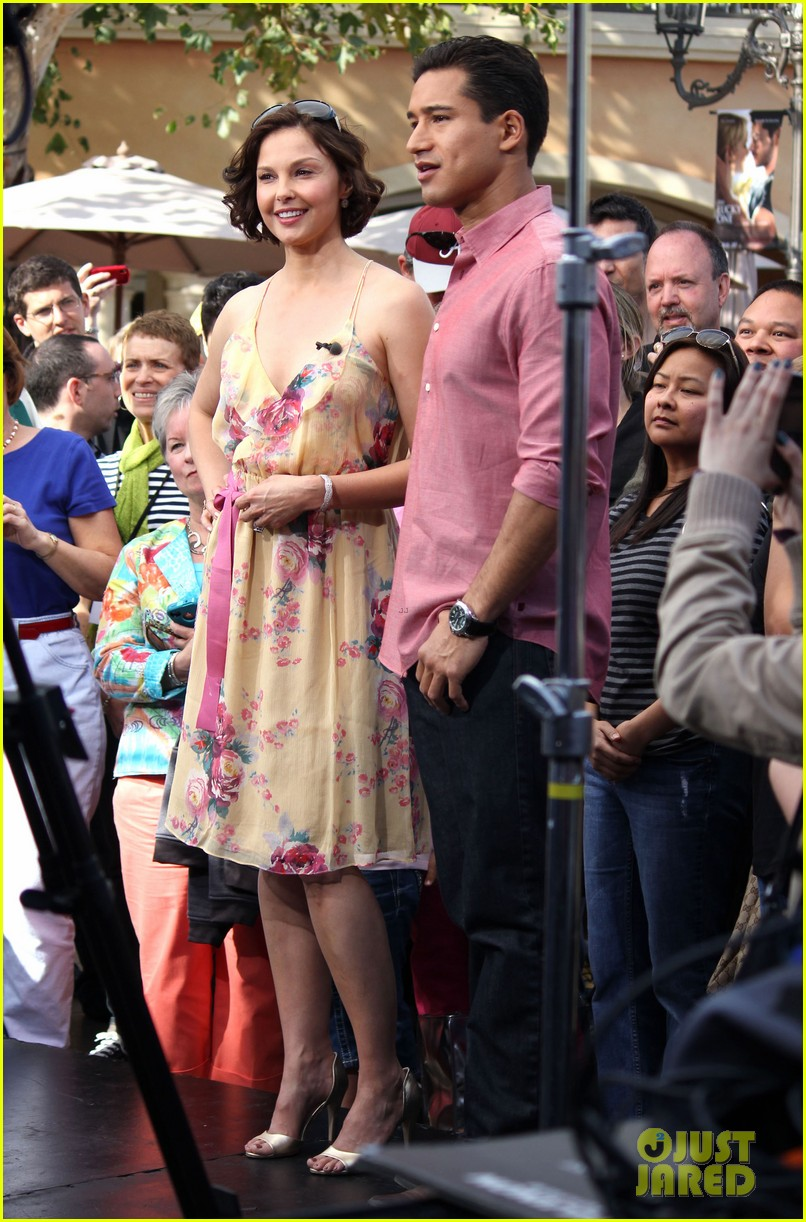 ashley judd william levy extra at the grove 042647794