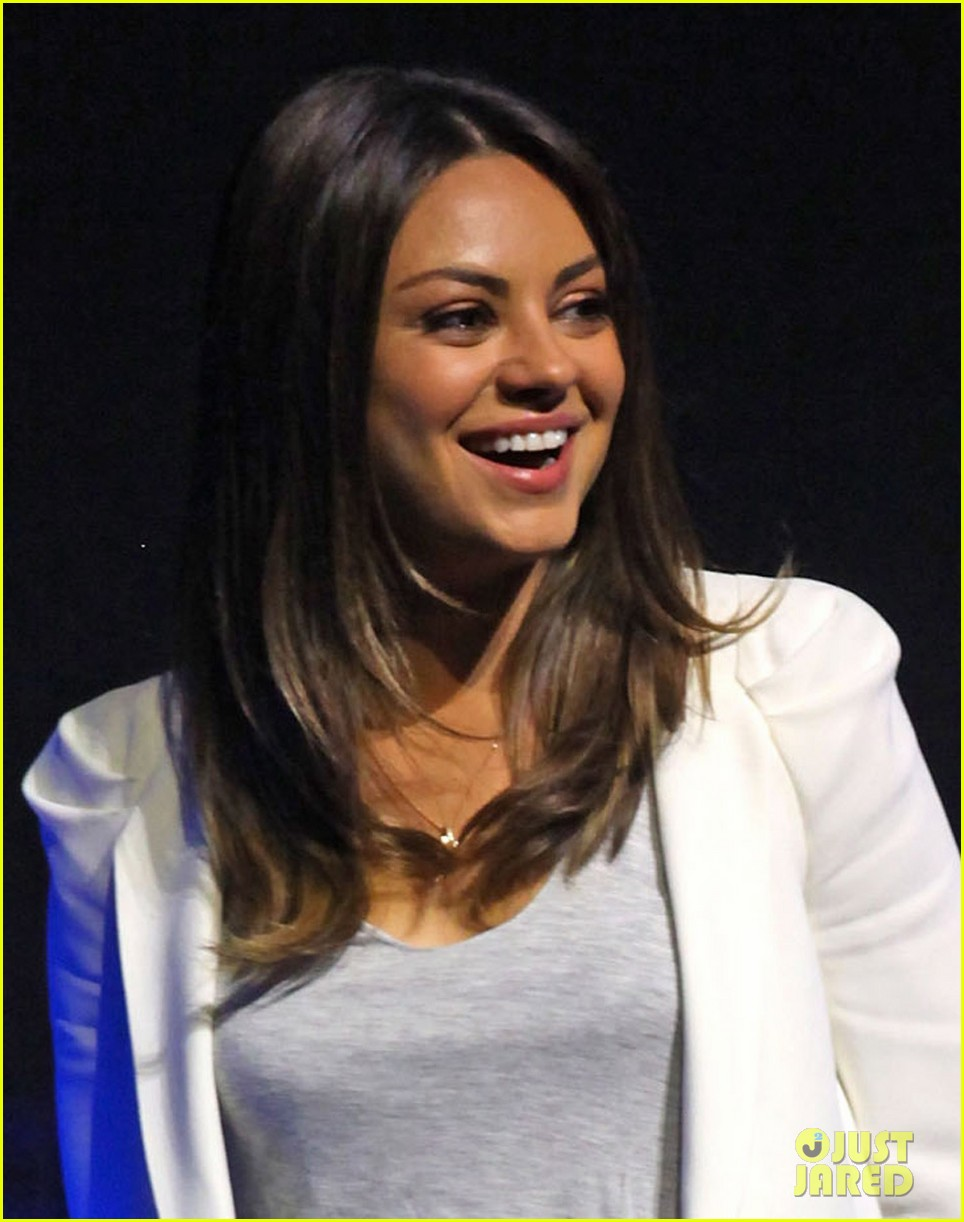 mila kunis brooklyn decker cinemacon 022654043