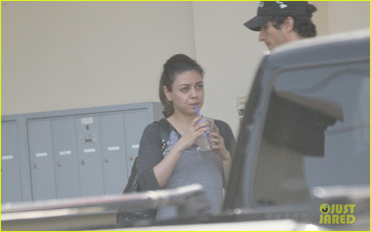 mila kunis gym nails 09