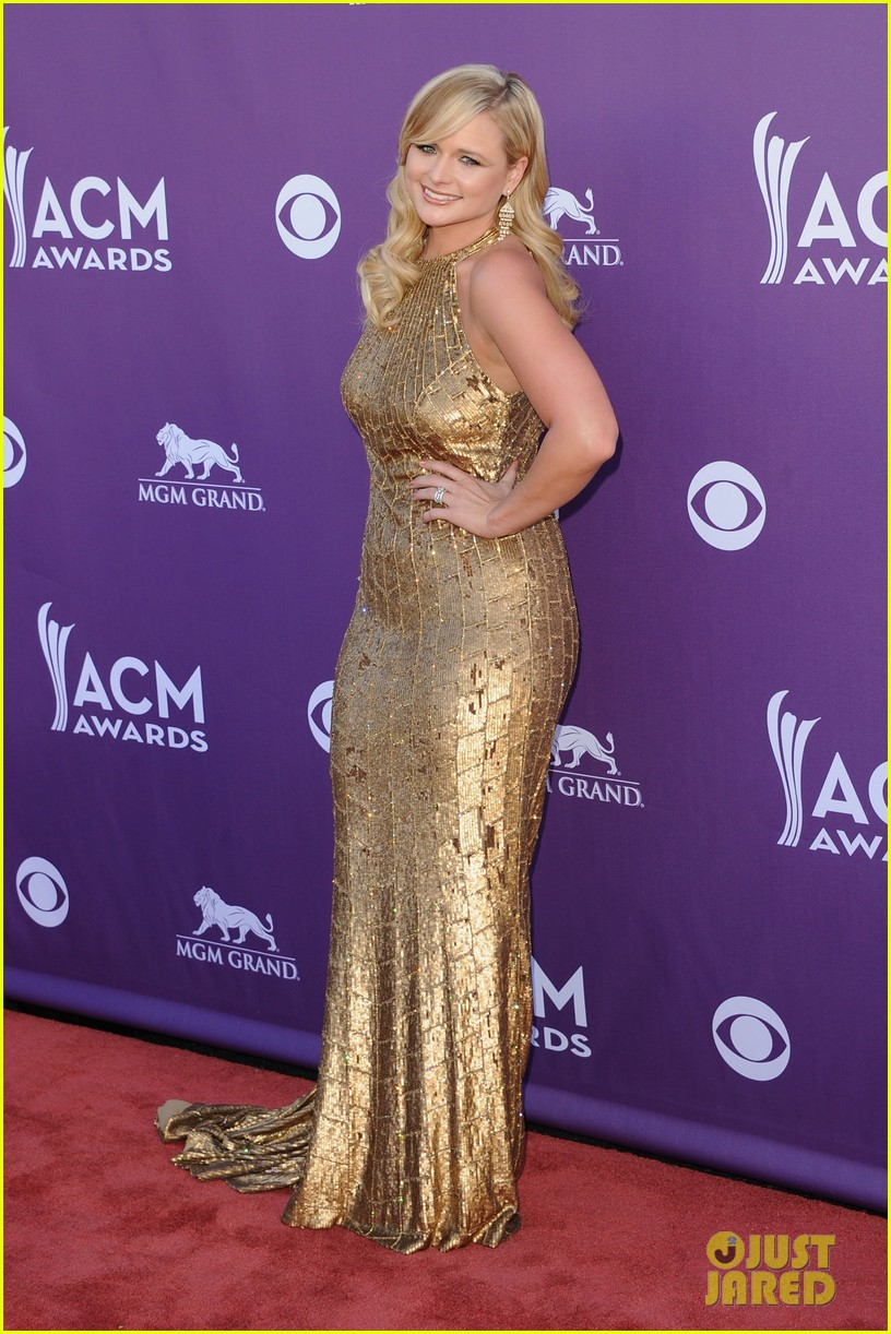 miranda lambert blake shelton acm awards 01