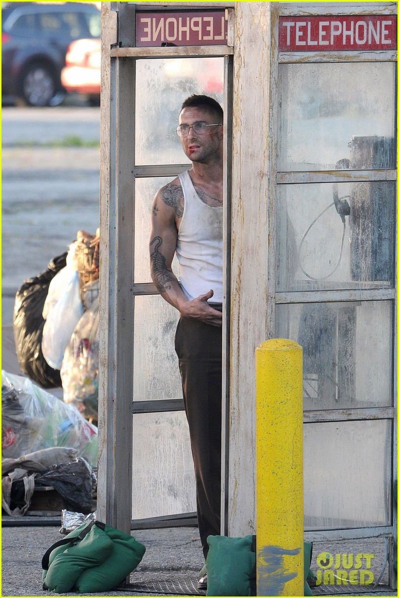 adam levine bloody for maroon 5 payphone 06
