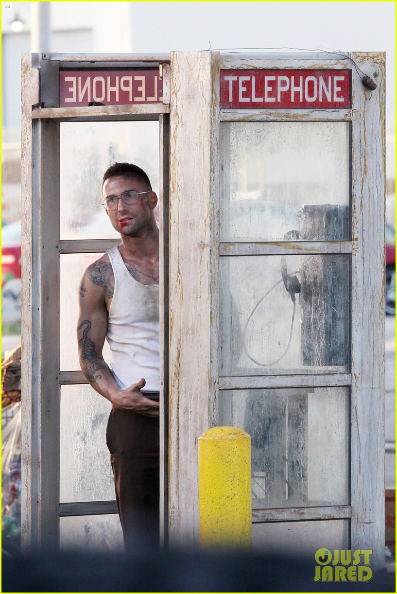 adam levine bloody for maroon 5 payphone 122651335