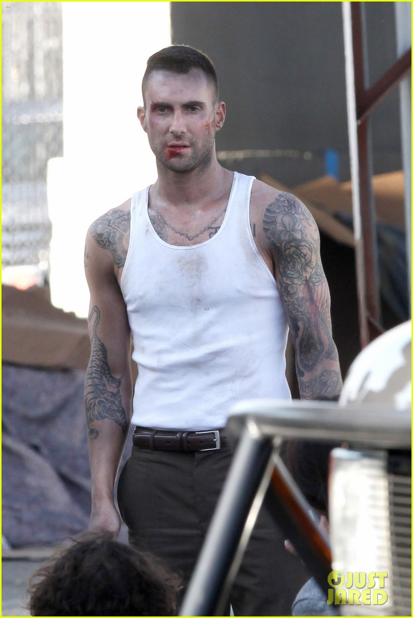 adam levine bloody for maroon 5 payphone 13