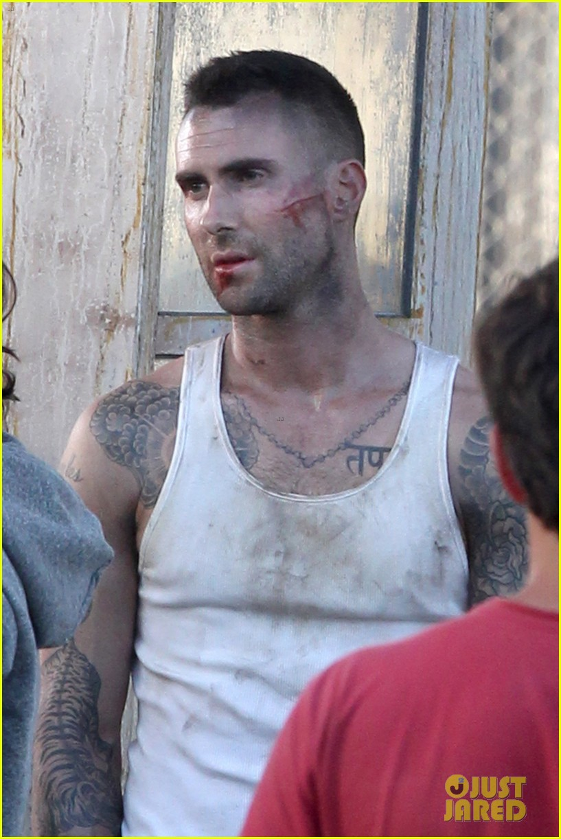 adam levine bloody for maroon 5 payphone 152651338