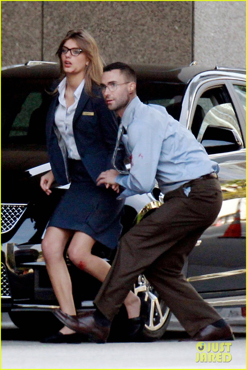 adam levine bloody for maroon 5 payphone 172651340