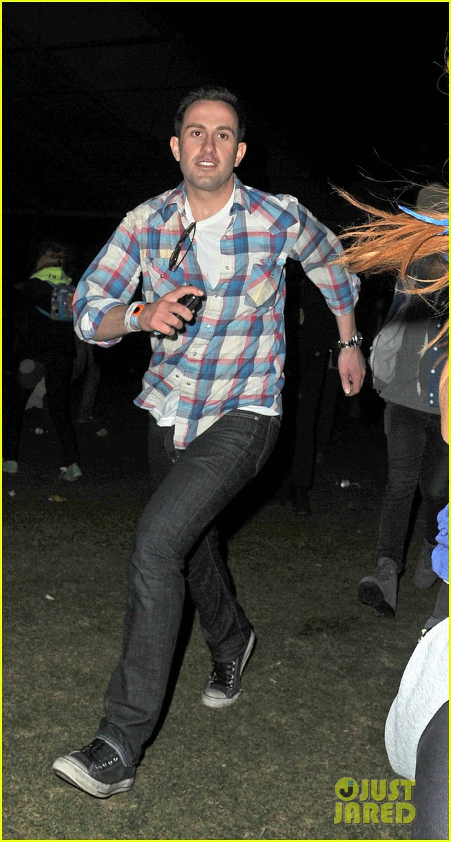lindsay lohan coachella with mystery man 03