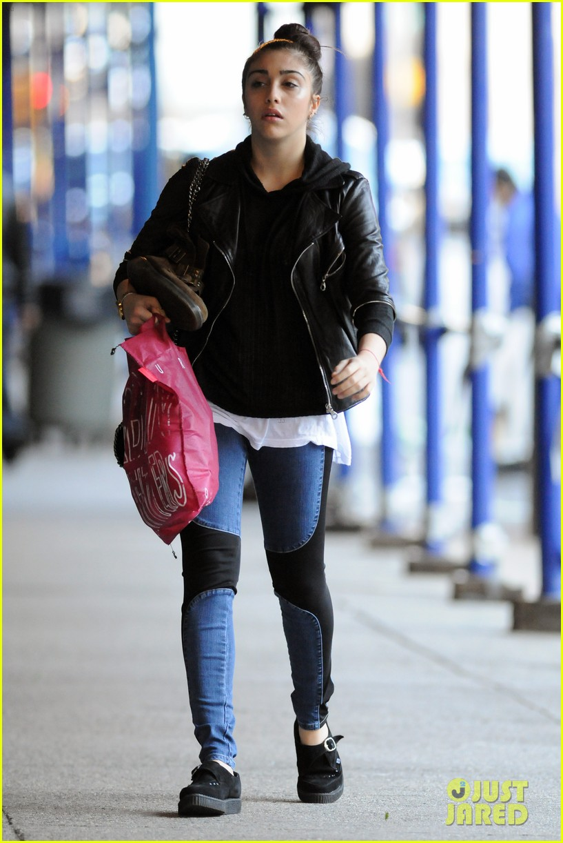 lourdes leon going to school 01