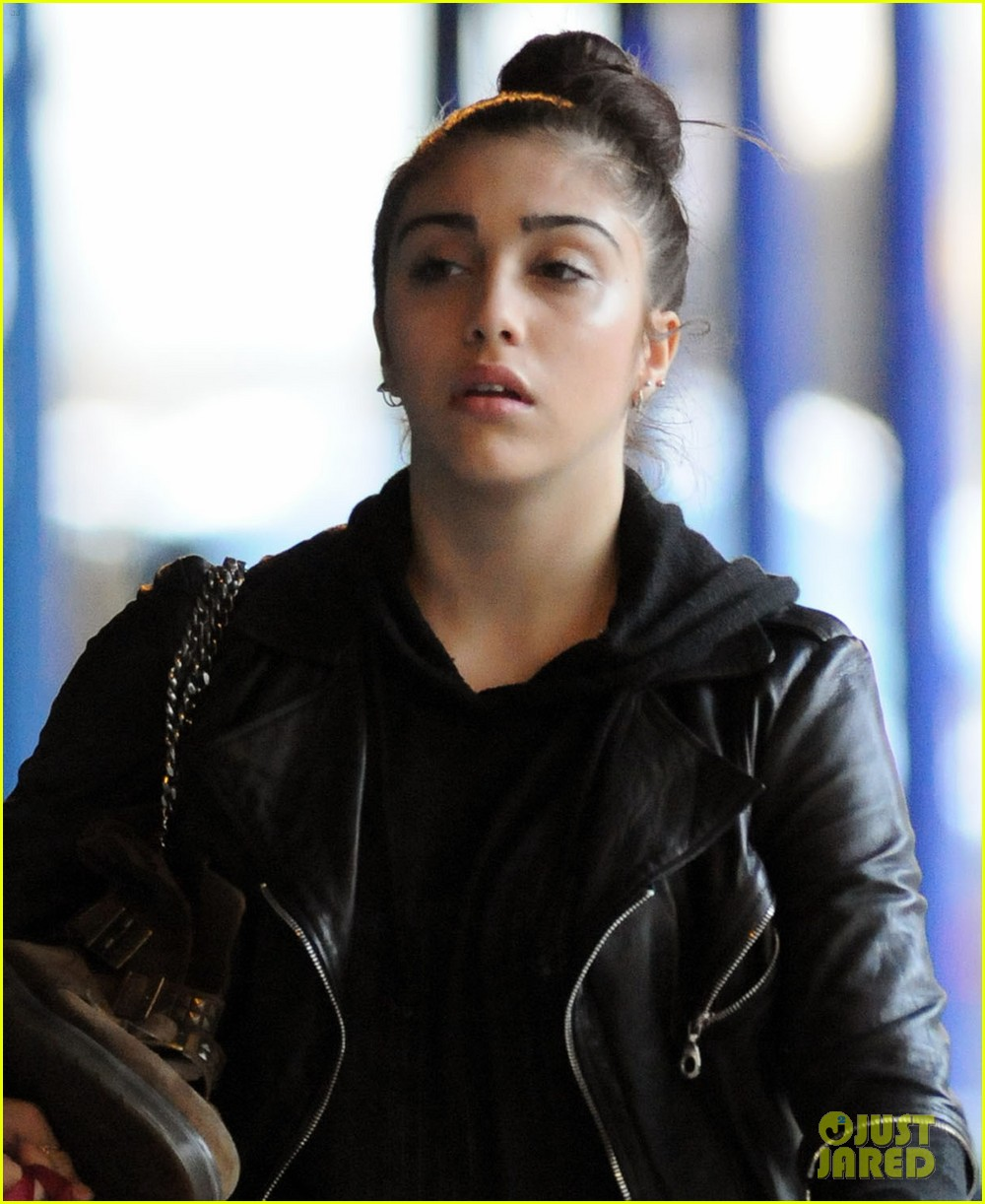 lourdes leon going to school 02