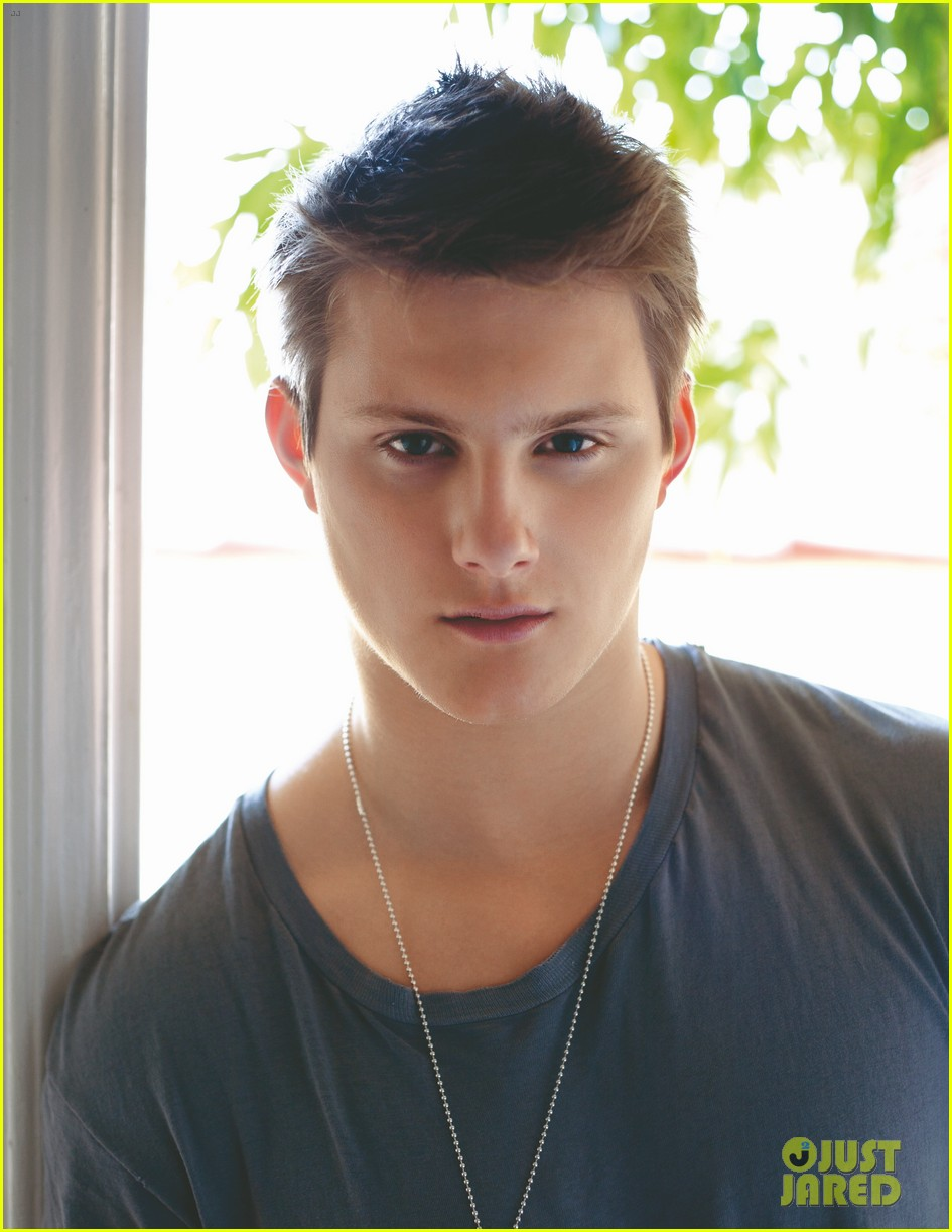 alexander ludwig da man april 08