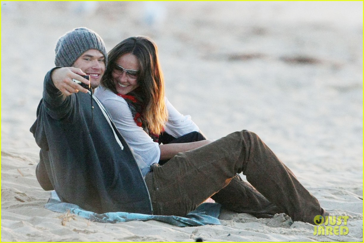 kellan lutz sharni vinson photo beach 02