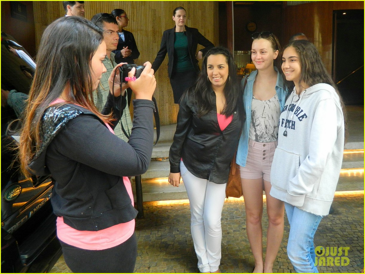 leighton meester fan friendly in rio 09