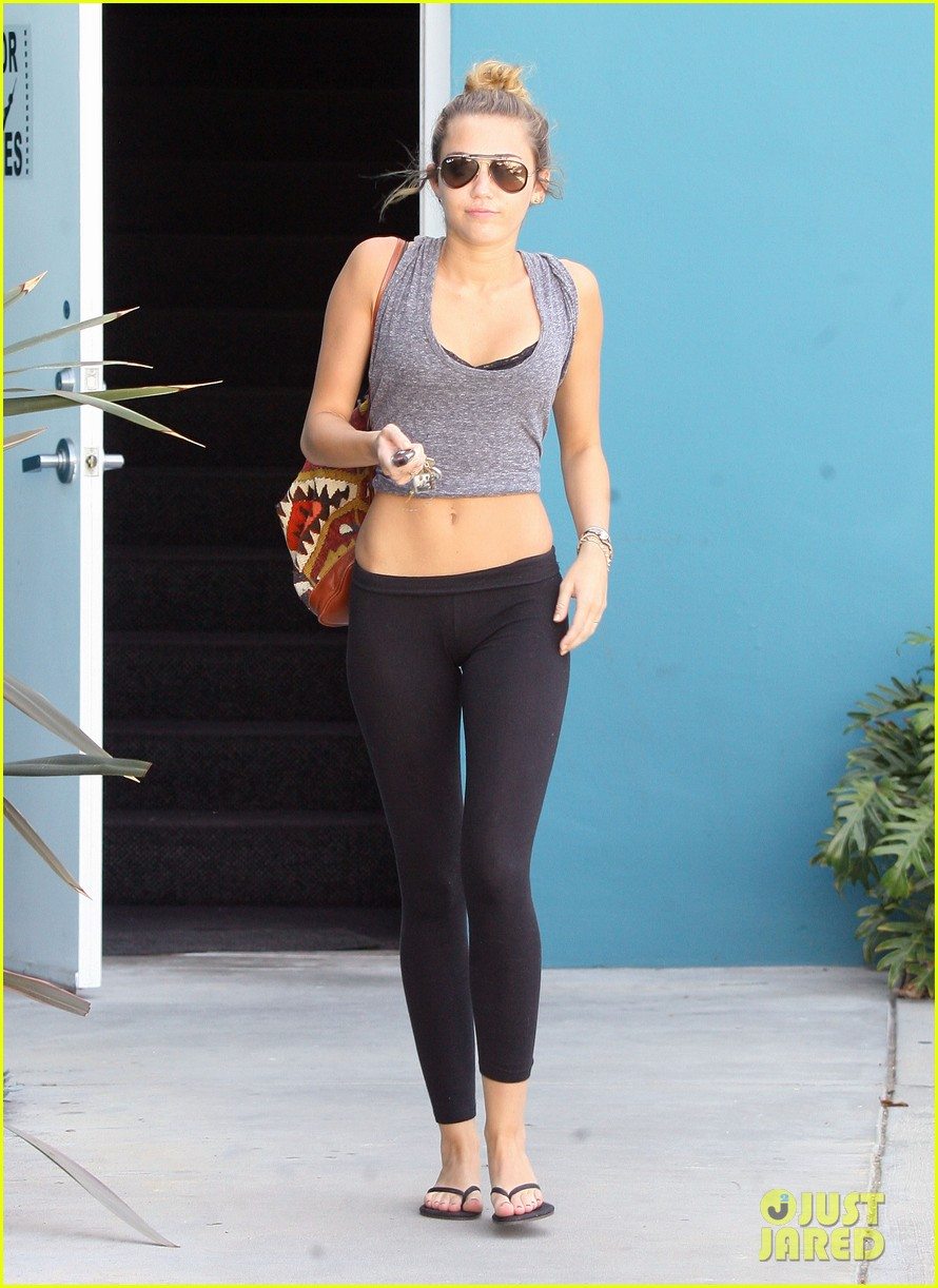 miley cyrus liam hemsworth walk floyd 012645482