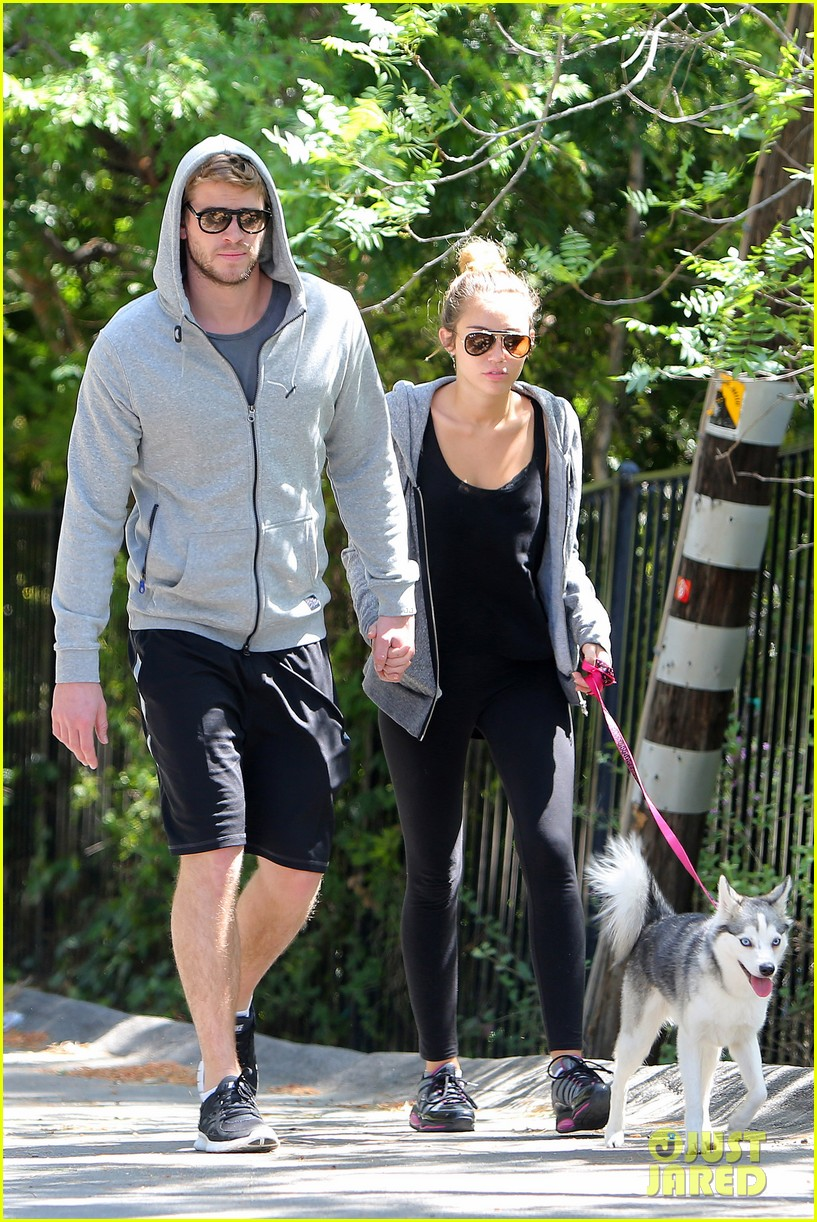 miley cyrus liam hemsworth walk floyd 06