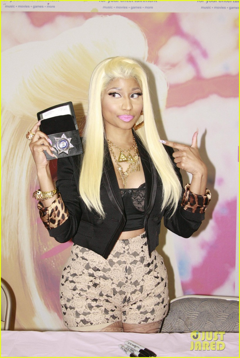 nicki minaj roman reloaded f y e philly signing 042645269