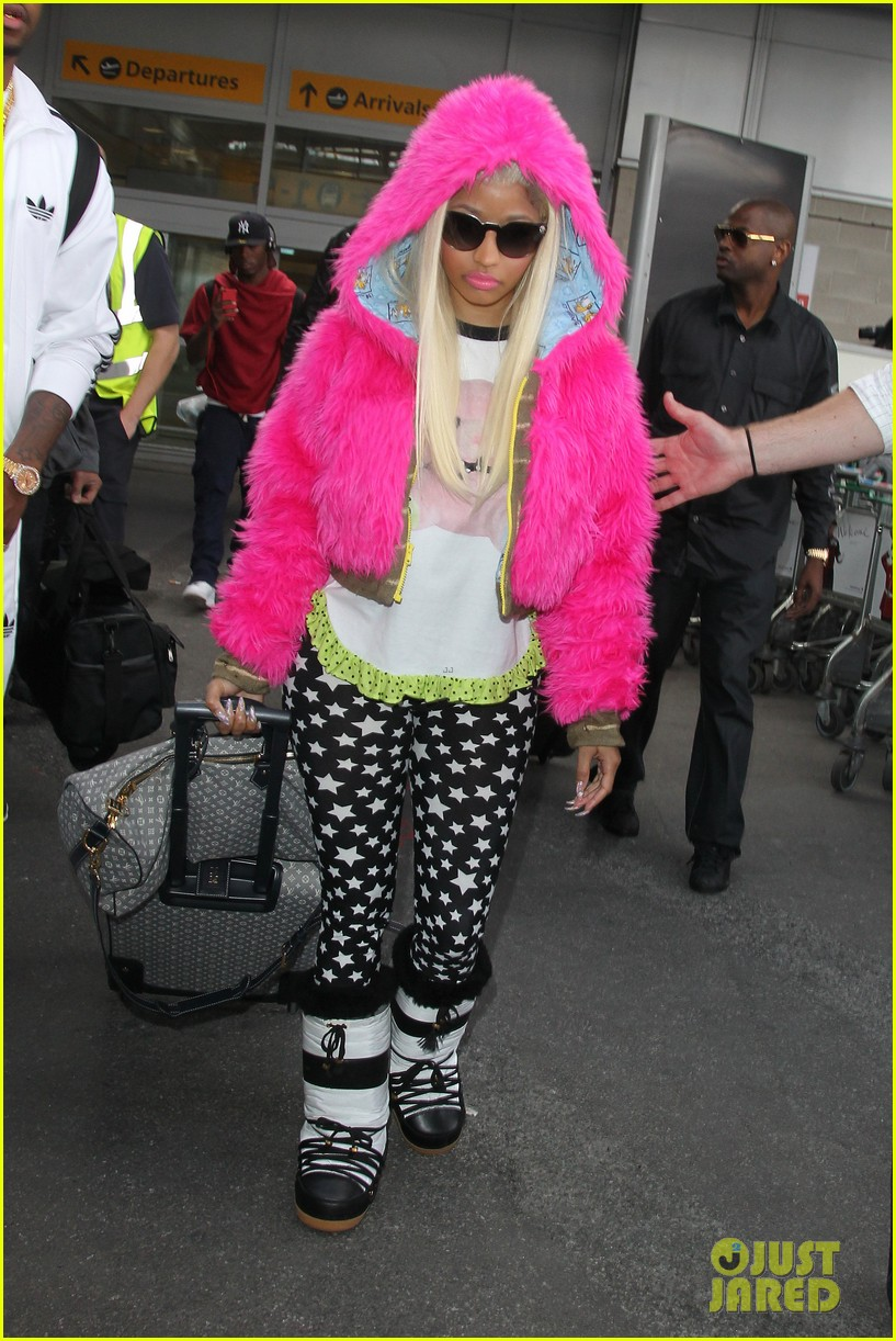 nicki minaj hot pink fur coat 032650161