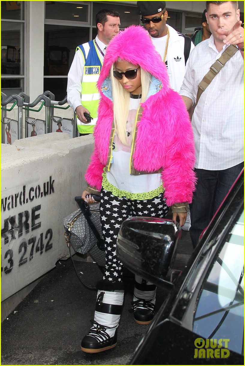 nicki minaj hot pink fur coat 052650163