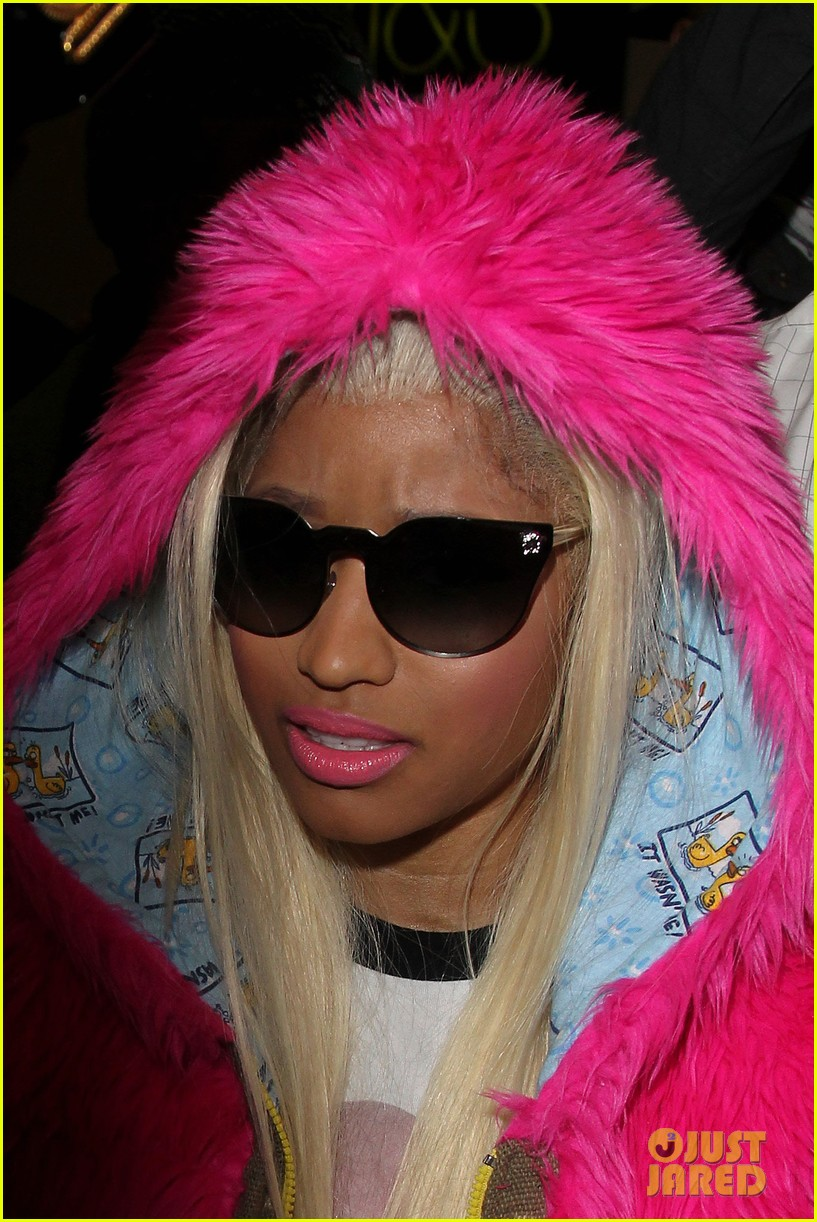 nicki minaj hot pink fur coat 06