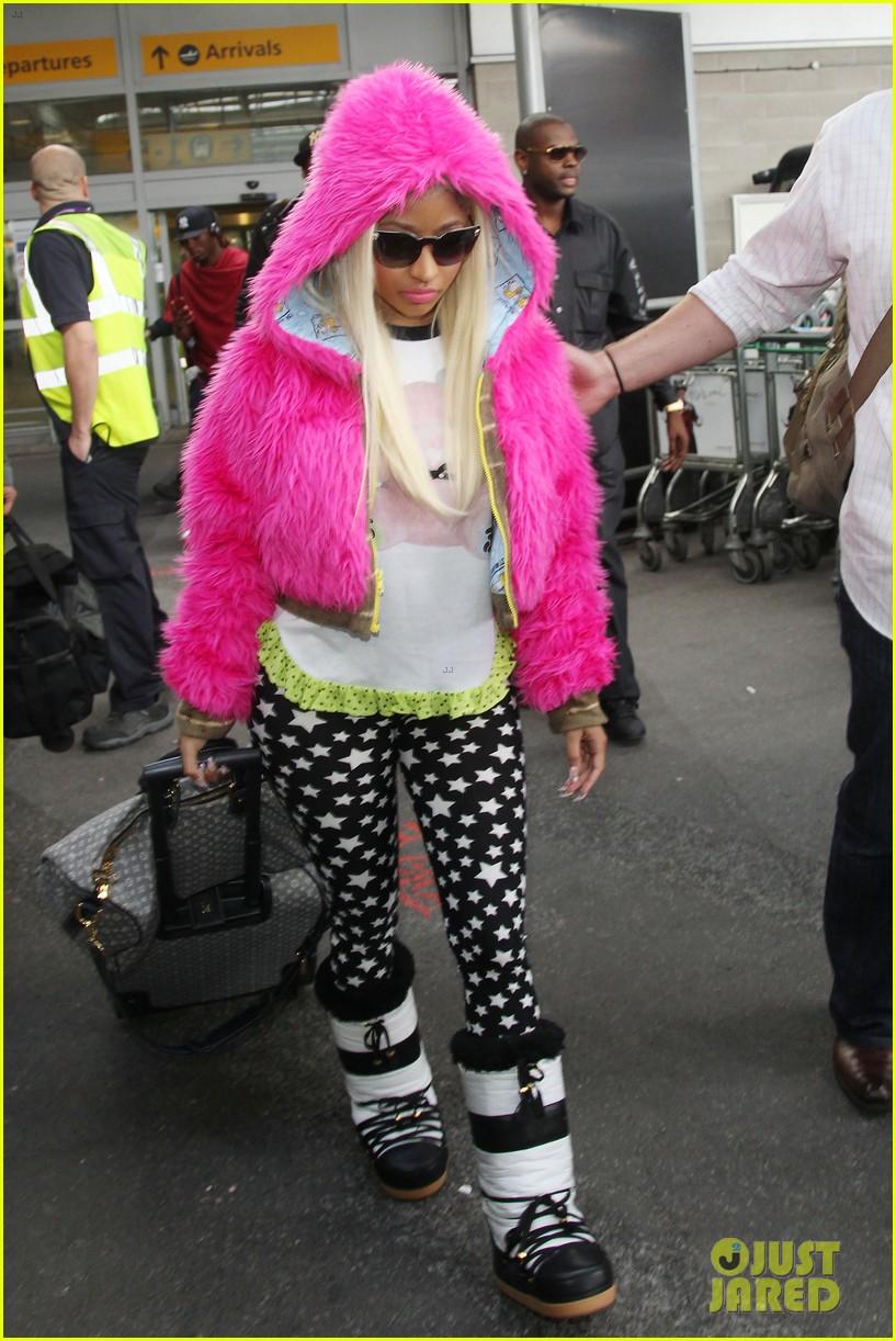 nicki minaj hot pink fur coat 072650165