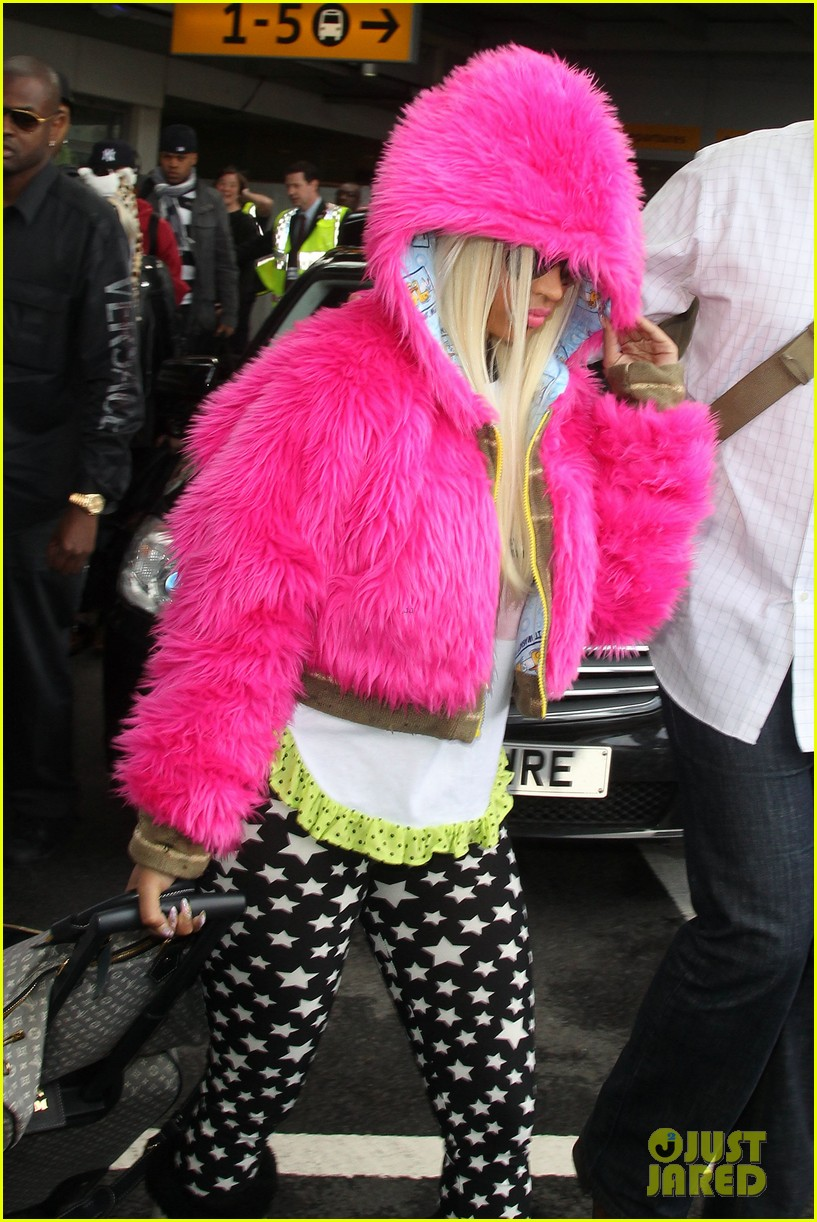 nicki minaj hot pink fur coat 082650166