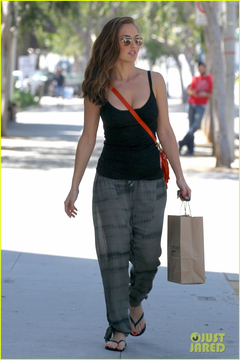 minka kelly pressed juicery 12