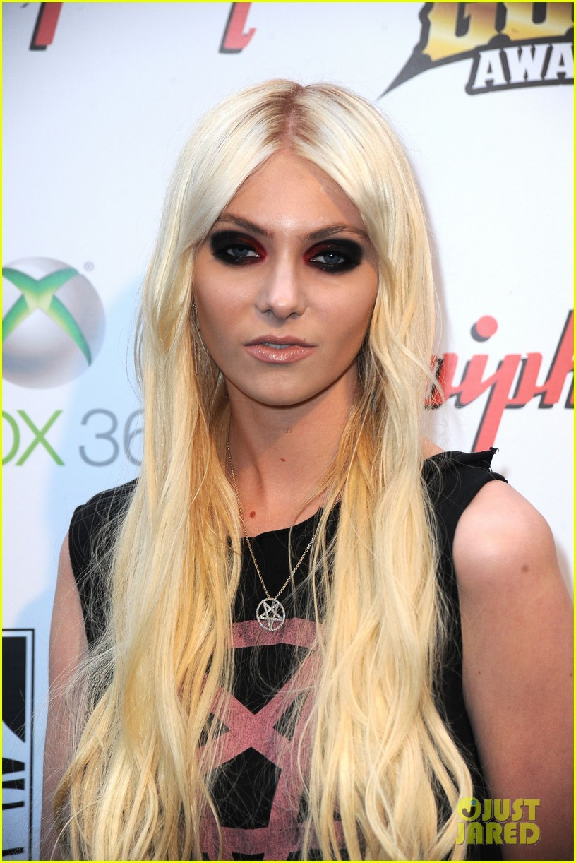 taylor momsen revolver golden gods awards 05