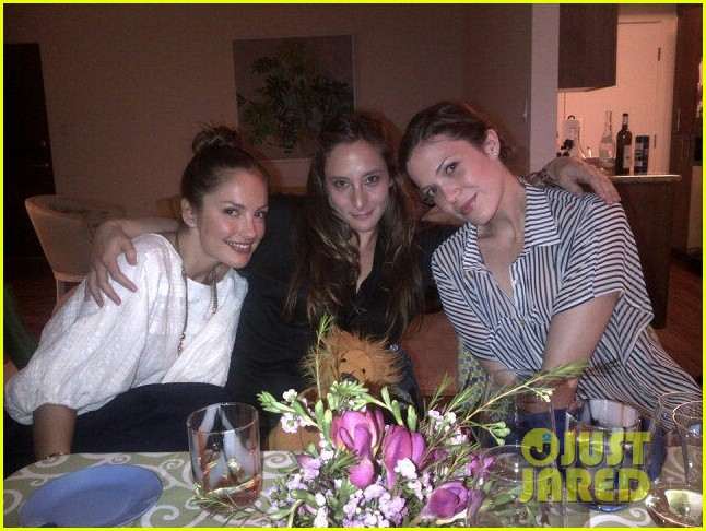 mandy moore passover seder with minka kelly 042646579
