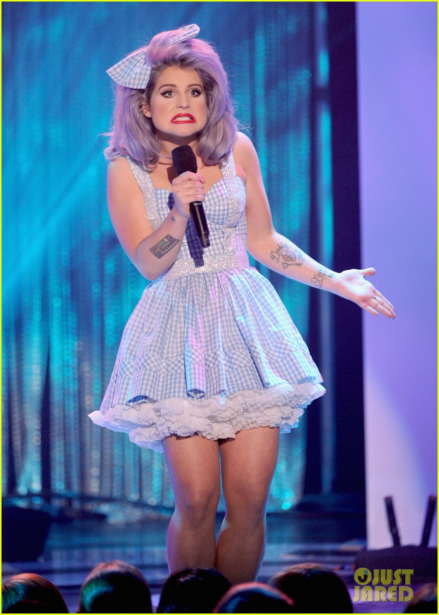 kelly osbourne logo newnownext awards 032645919