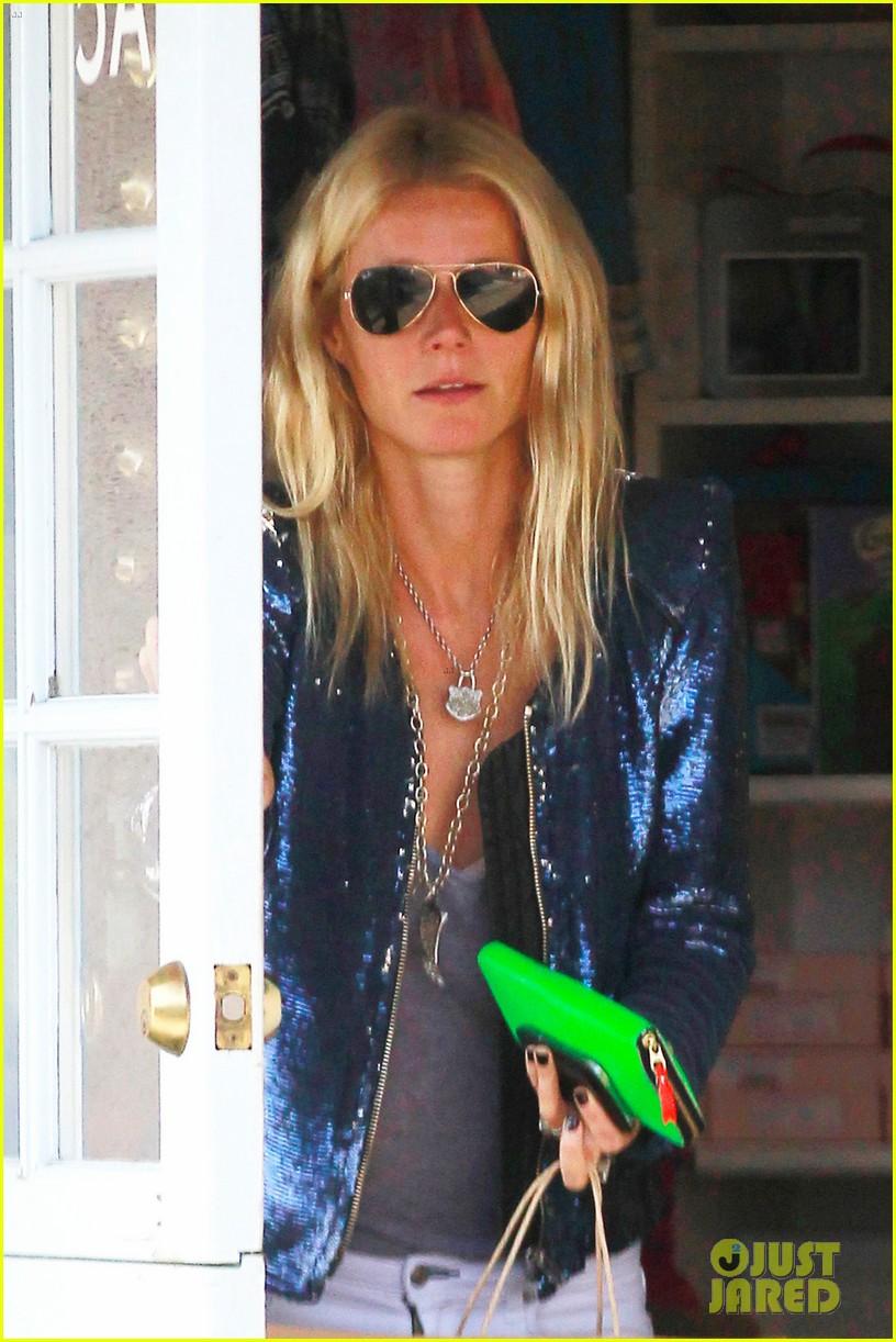 gwyneth paltrow shopping with apple 042651223