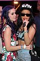 katy perry holding hands robert ackroyd 04