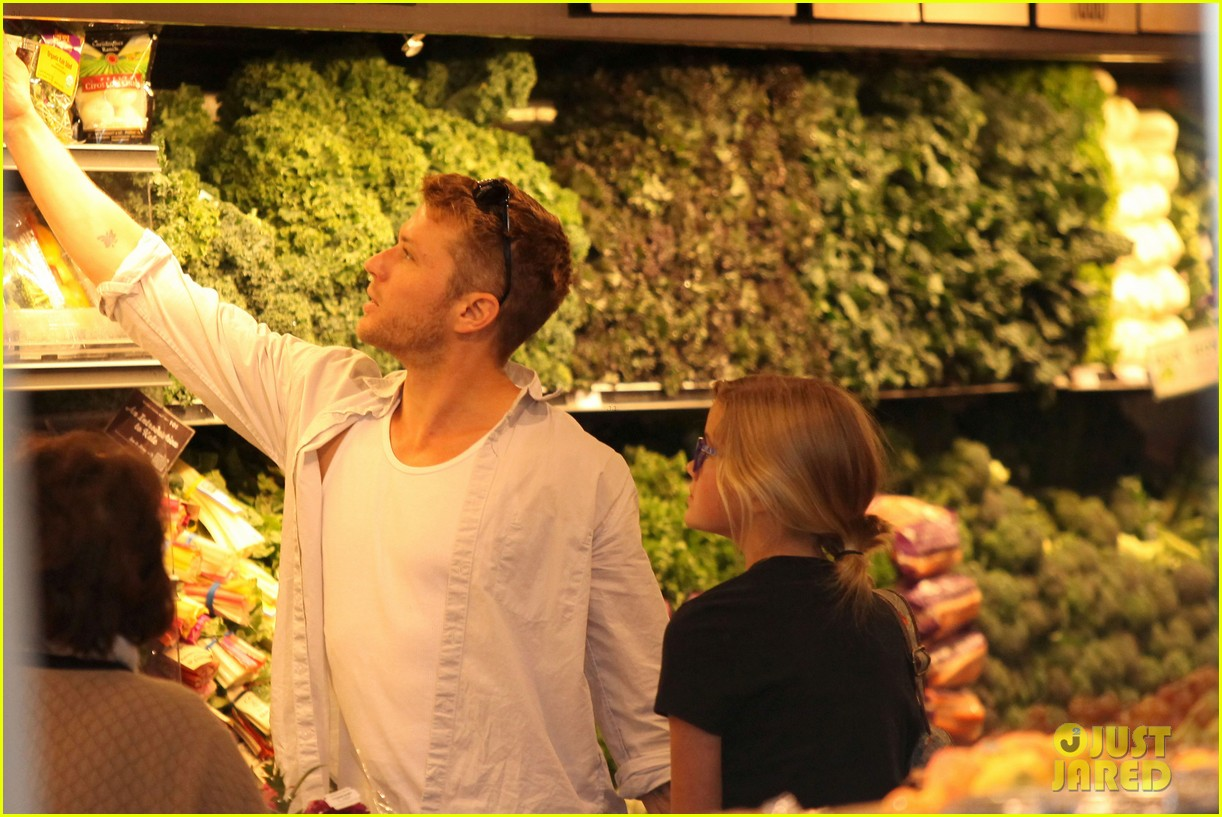 ryan phillippe ava whole foods 13