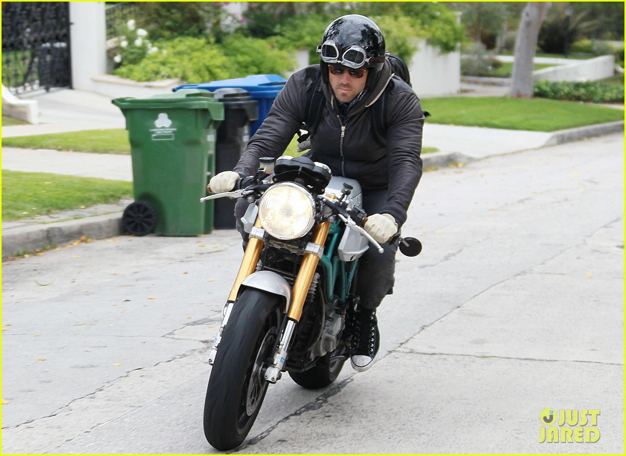 ryan reynolds motorcycle man 072654262