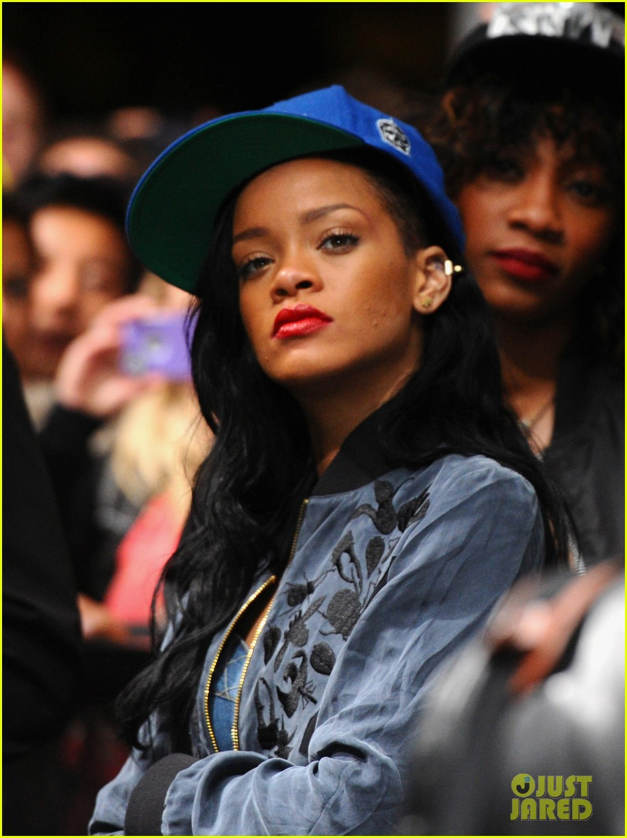 rihanna snl may 5 coachella 02