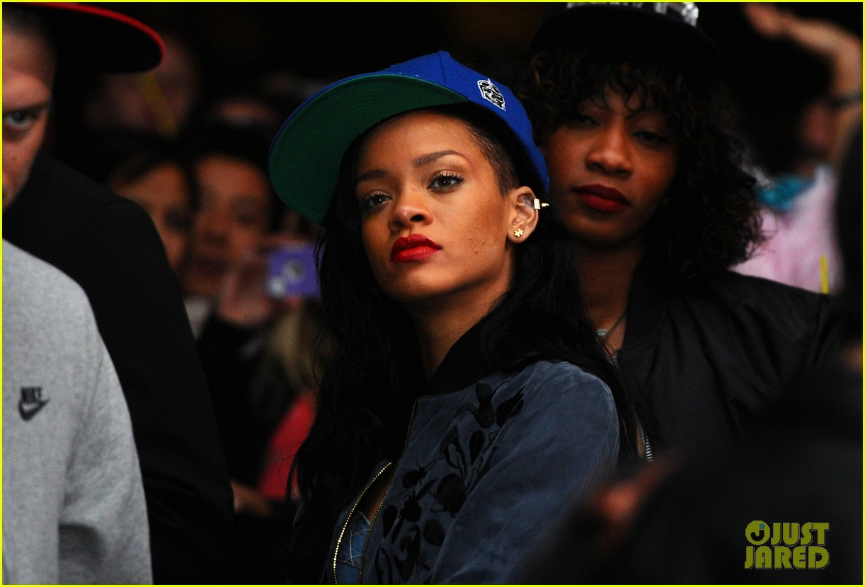 Rihanna: 'Saturday Night Live' Musical Guest on May 5!