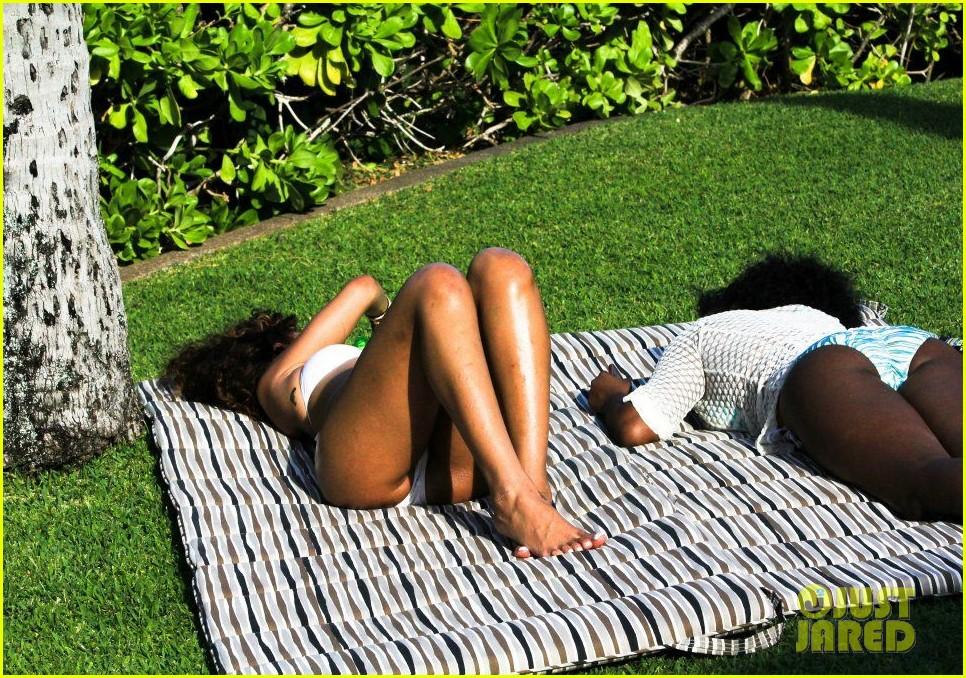 rihanna topless hawaii 0132649842