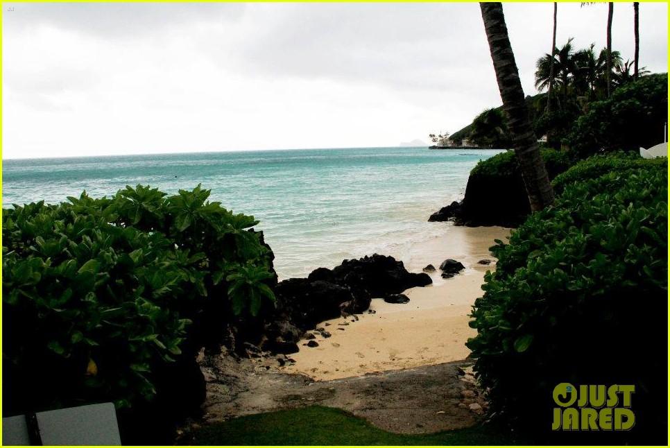 rihanna topless hawaii 0282649857