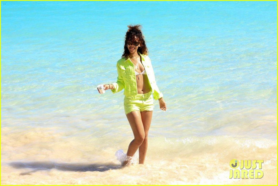 rihanna topless hawaii 0532649882