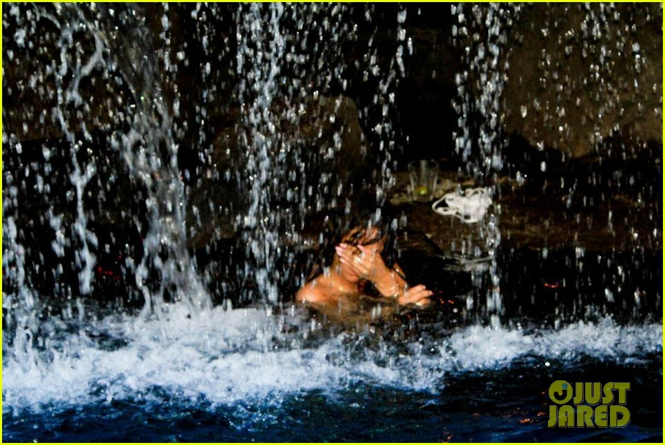 rihanna topless hawaii 064