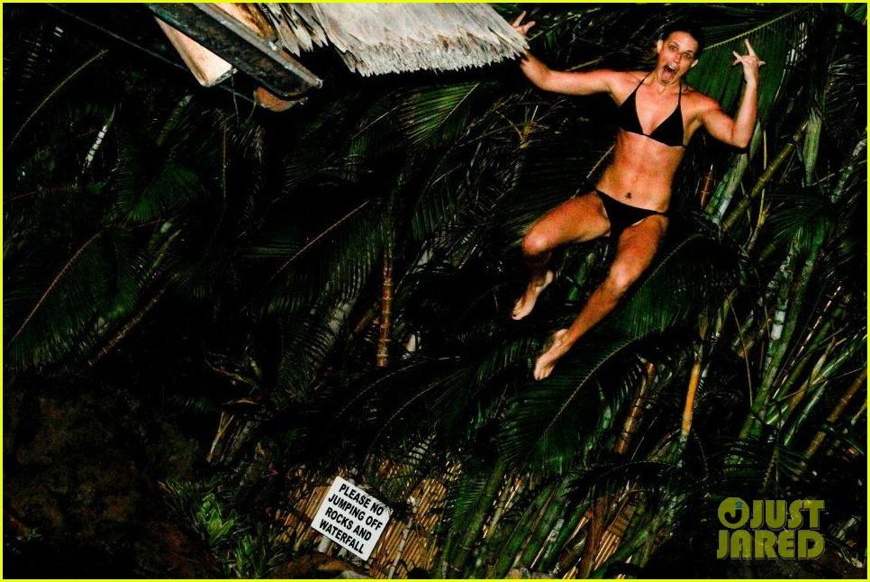 rihanna topless hawaii 0732649902