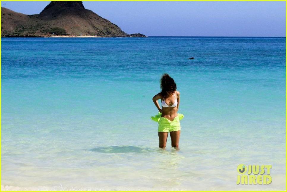 rihanna topless hawaii 0782649907