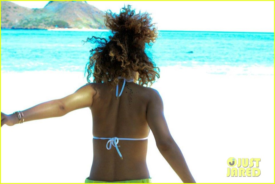 rihanna topless hawaii 0832649912